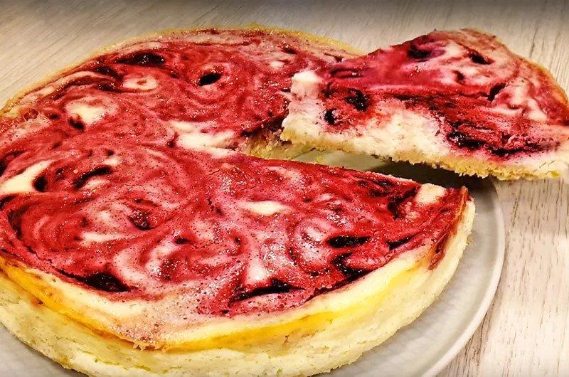 Сметанний пиріг з ягодами