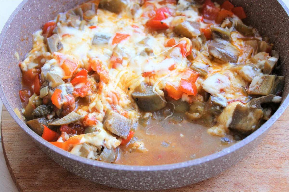 Соте з овочів з баклажанами і сиром