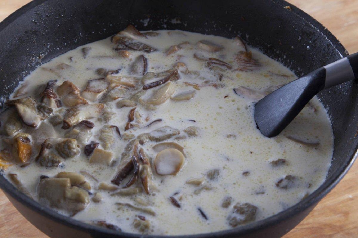 соус з білих грибів