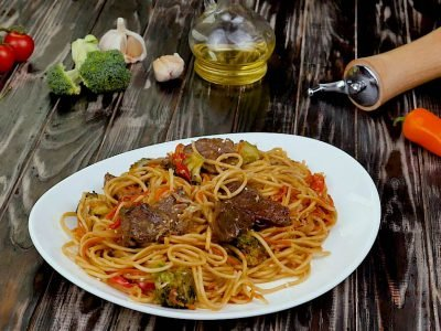 Стир-фрай: говядина с лапшой по-азиатски