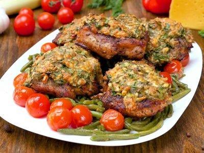 Свинина, запеченная с сыром и зеленью