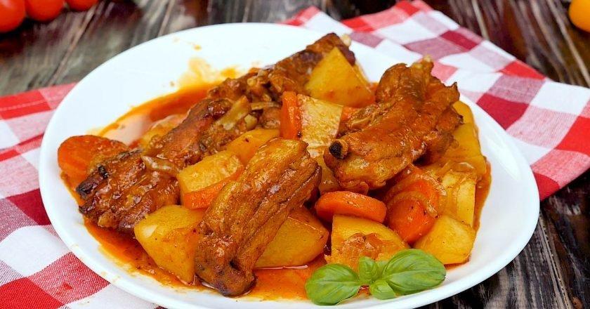 Свинячі ребра з овочами і картоплею в духовці - Це Смак подивитися рецепт