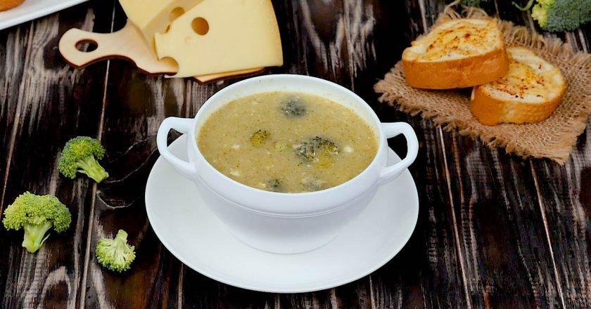 Сирний суп з брокколі і грінками подивитися рецепт