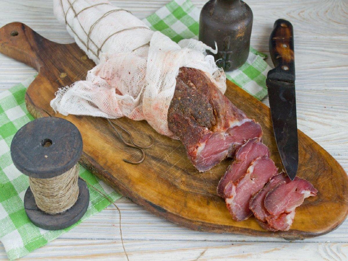 Сировялене м'ясо з часником