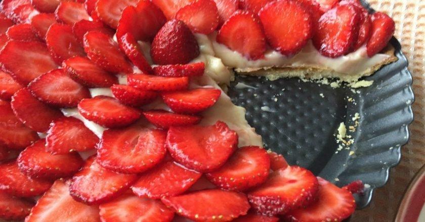 Домашний тарт с клубникой и заварным кремом