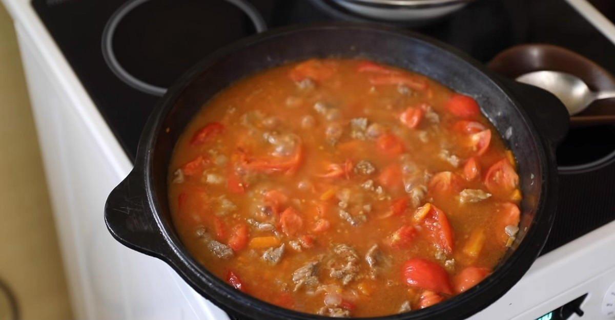 mięso z pomidorami
