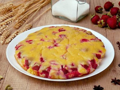 Тирольский пирог с клубникой