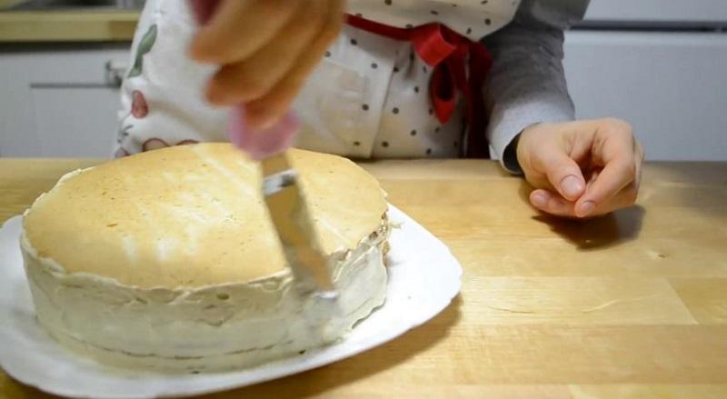 смазывать торт кремом