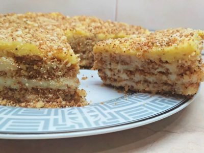 Торт из крошки со сметанным кремом без выпечки