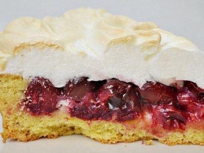 Торт «Вишня под снегом»