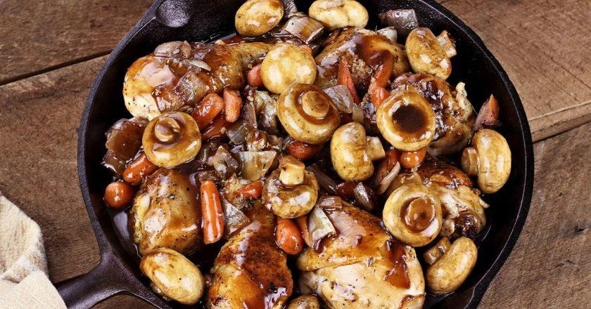 Тушкована курка з овочами - готуємо з покроковими фото