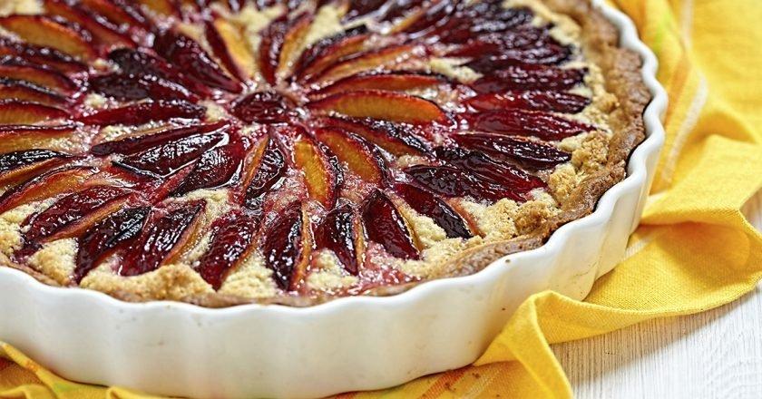 Сирний пиріг зі сливами - готуємо з покроковими фото