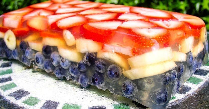 Винне желе з ягодами подивитися рецепт