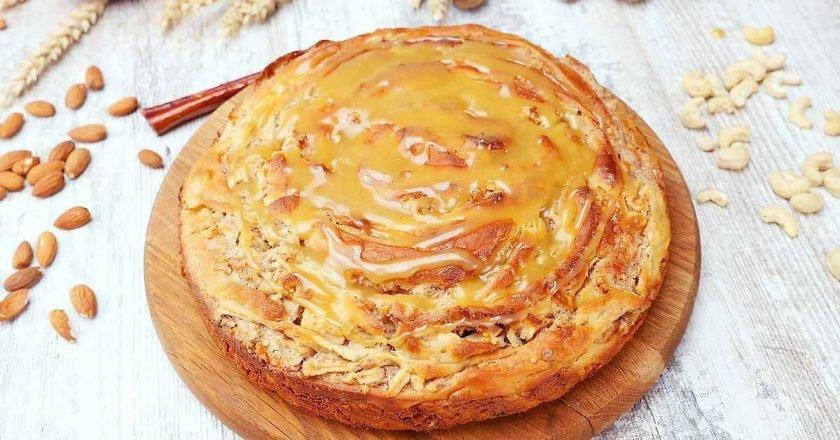 Яблучний пиріг з карамеллю - готуємо з покроковими фото