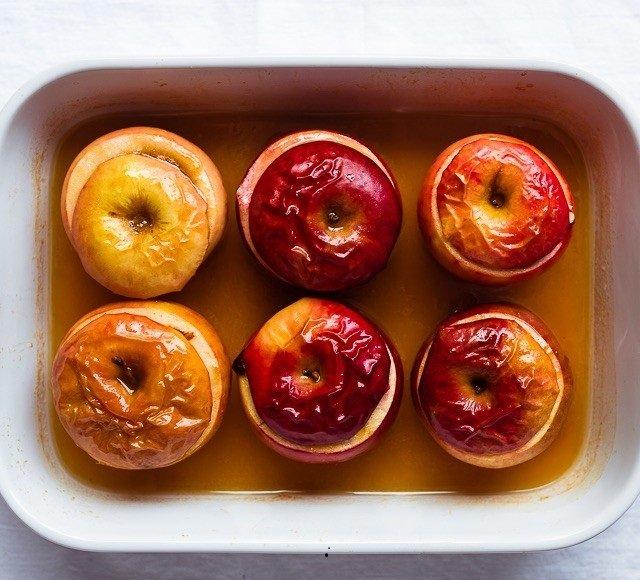 Яблоки с мёдом и изюмом