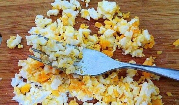 яйца, жаренные в скорлупе