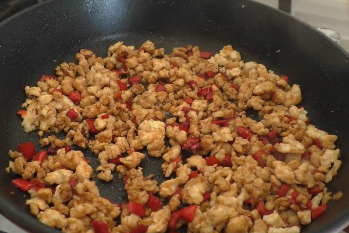 куриная начинка на сковороде