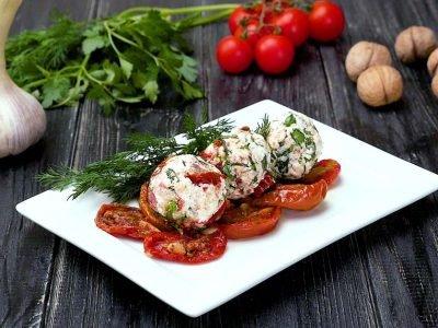 Закуска с вялеными томатами