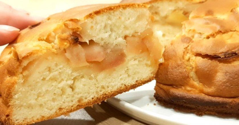 Заливний яблучний пиріг на молоці подивитися рецепт