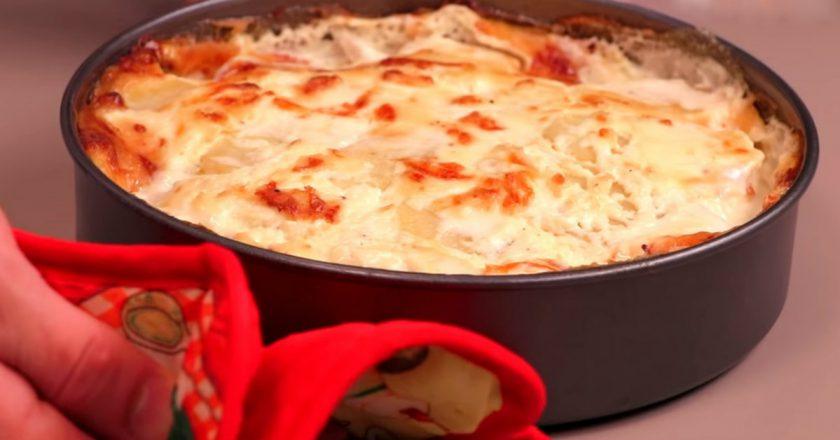 Запеченный с куриной грудкой картофель
