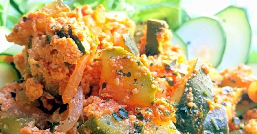 Смажені кабачки з яйцями і помідорами подивитися рецепт